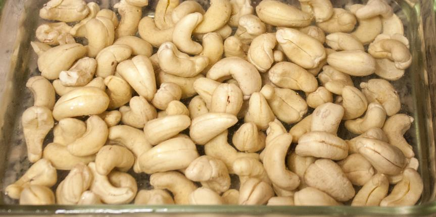 How to get strong muscles by eating cashews?